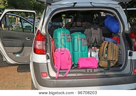 Car Very Full With Suitcases  For Family Travel