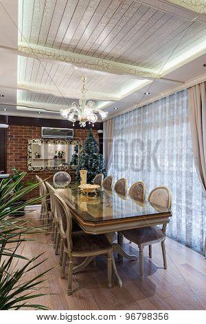 Specious Classic Dining Room Interior