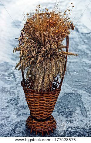 Dry bouquet of plants in a basket on ice