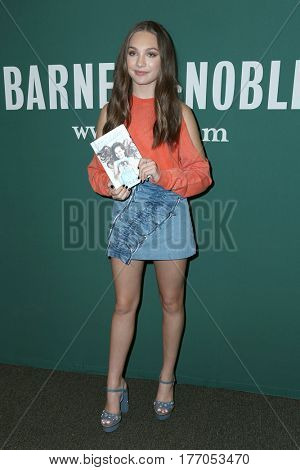 LOS ANGELES - MAR 14:  Maddie Ziegler at the Book Signing of
