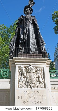 Queen Elizabeth the Queen Mother Statue in The Mall London.  The statue is in honour of her life from 1900 to 2002.  London, England 2016