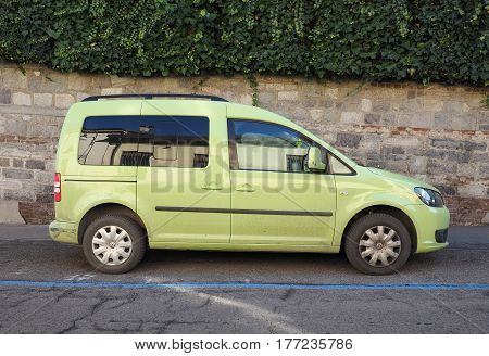 Green Volkswagen Caddy Tdi Car In Turin