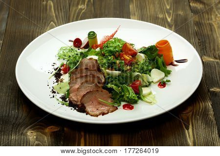 Green Salad With Baked Meat