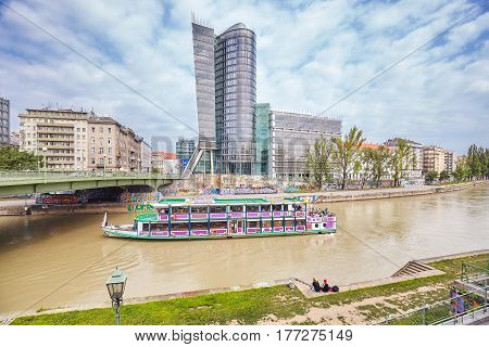 Vienna, Austria - August 15, 2016: Sightseeing Tour Ship On The Donaukanal (danube Canal), Former Ar