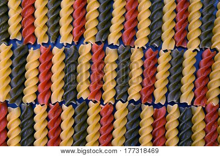 the a colored dry uncooked vermicelli pasta