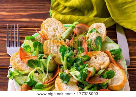 Ham Bacon, Cucumber, Spinach And Crackers Salad