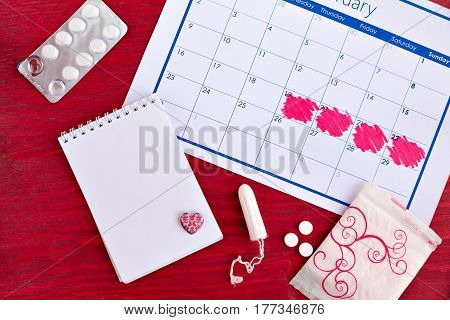 The set of menstruation hygiene things and a cycle counting calendar from above.