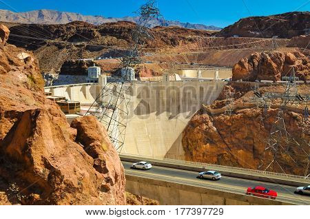The road leading to the Hoover Dam