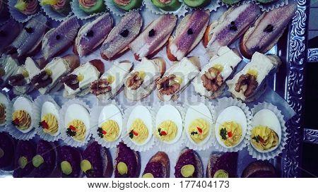 Catering hapjes voor een feestavond op schaal