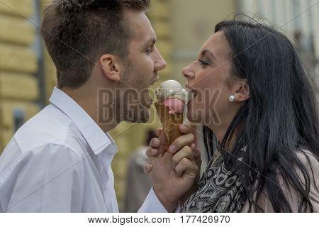 eat couple making ice