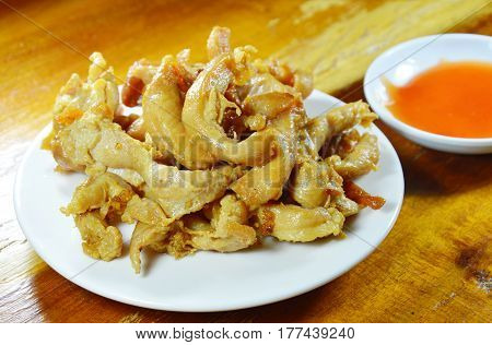 deep fried chicken dipping with chili sauce
