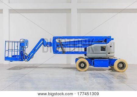 Self propeled blue telescopic boom lift platform