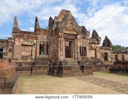 Stunning Ancient Khmer Temple of Prasat Hin Muang Tam Shrine Complex, Buriram, Thailand