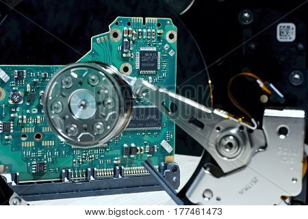 Hard Disk Driver - hardware electronic control hard disk memory in the reflection plate.