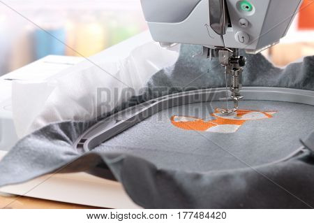 Embroidery with embroidery machine - stitching fox theme on grey felt