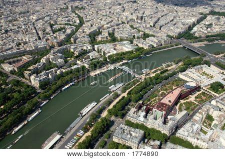 La Tour Eiffel  The Seine