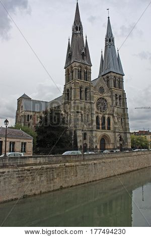 Notre-Dame-en-Vaux church by the canal in Chalons-en-Champagne, France