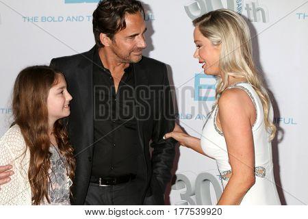 LOS ANGELES - MAR 19:  Marlowe Marann Kaye, Thorsten Kaye, Jennifer Gareis at the