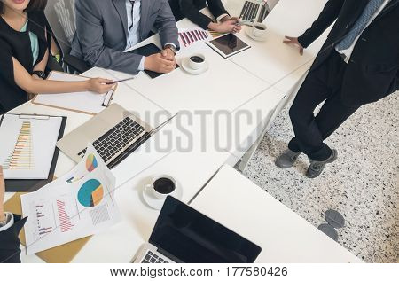 asian business people meeting in the office