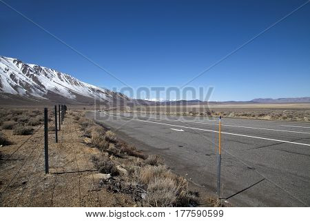 Highway 395 running through the Sierra Nevada mountains in California
