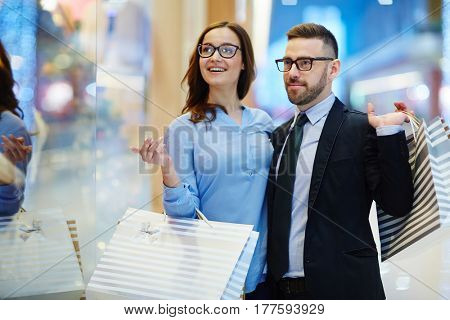Businessman and his girlfriend spending time in shopping center