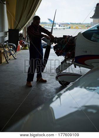 Troubleshooting service worker repairing turbine of airplane