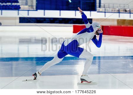 dynamic male speed skater competition in speed skating