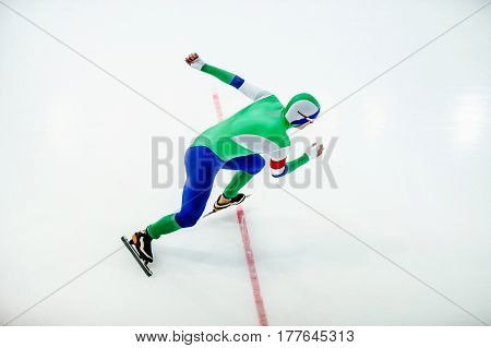 athletes start men speed skater with red starting line