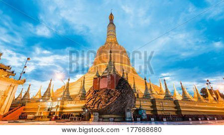 Shwemawdaw Pagoda (Shwemawdaw Pagoda) the hightest pagoda in myanmar locate in bago myanmar