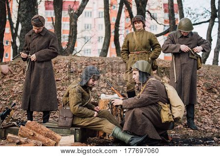 Rogachev, Belarus - February 25, 2017: Group Of Re-enactors Dressed As Russian Soviet Red Army Infantry Soldiers Of World War Ii Are Preparing For The Historical Reenactment