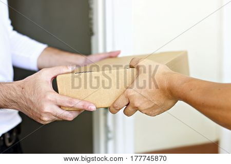 Hand to hand parcel delivery to home