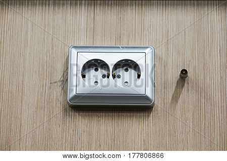 Mounting Sockets, Install Ac Outlets With Screwdriver
