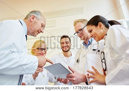 Discussion during doctors team meeting in hospital