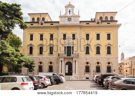 Central Post Office On Piazza Francesco Viviani Square In Verona