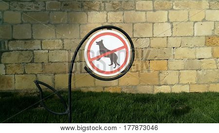 No dogs allowed sign on the grass
