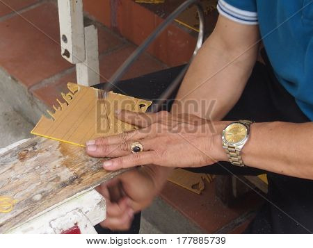 The master cuts a fret saw templates for production of souvenirs