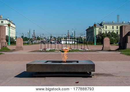 SAINT PETERSBURG, RUSSIA, may 25: View of the memorial eternal flame at the Champ de Mars in spring Sunny day 25 may 2016 in aint-Petersburg.