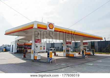 Kiev, Ukraine - March 22, 2017: Shell Gas Station. Royal Dutch Shell Oil Company Is The 5Th Largest