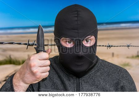 Terrorist Threatening Western Countries With Knife
