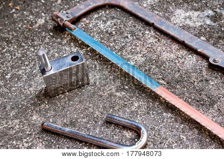damage the lock by hand saw , problem solution stress