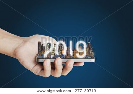 2019 Augmented Reality Technology, New Technology And New Trend Business Investment Concept