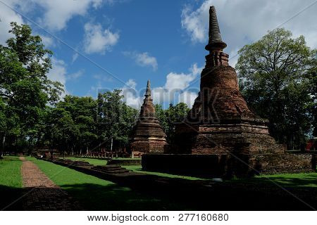 Wat Phra That With Buddha Statues Historical Park In Kamphaeng P