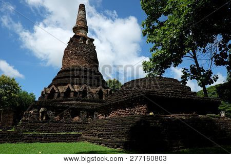 Wat Phra That With Buddha Statues Historical Park In Kamphaeng Phet, Thailand (a Part Of The Unesco