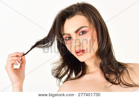 Providing Hair Flexibility. Makeup Model With Beauty Look. Pretty Woman Wear Long And Wavy Hair. Sex