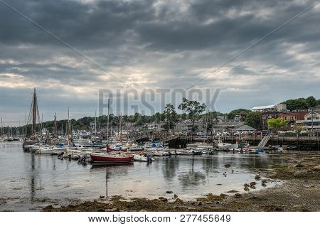 Camden Harbor At Low Tide - Camden, Maine, Usa