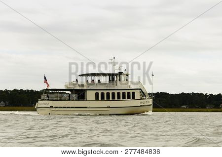 Hilton Head Island, South Carolina-october 2018: Tourist Boat Containing Tourists Sails Down May Riv