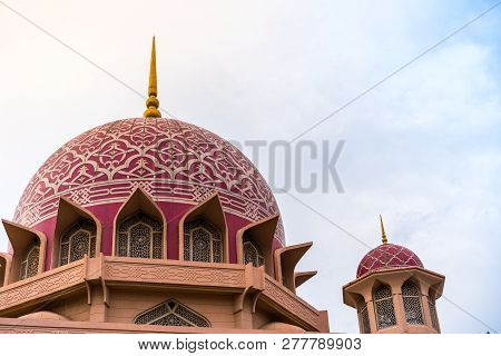 Putrajaya - December 29 :putra Mosque On 29 December 2018, Putra Mosque Or Known As Pink Mosque Is L