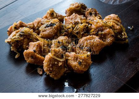 Turkish Sikma Kofte Bulgur Meatballs With Caramelized Onions / Fellah Bulghur Kofta On Wooden Board.