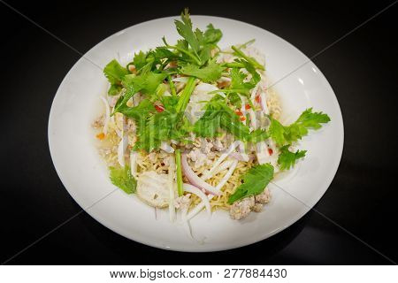 Instant Noodle Spicy Salad / Thai Style Food Of Instant Noodle Salad With Herb Pork And Celery Mix S