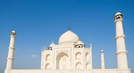 The Beautiful Taj Mahal In Agra, India Is A Symbol Of Love And A Wonder Of The World